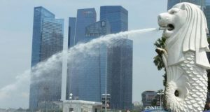 Corona bangkit lagi di jiran Singapura.