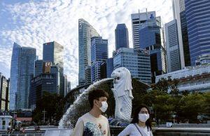 Berhenti, rencana pembukaan kembali Singapura menyusul tingginya kasus covid harian.