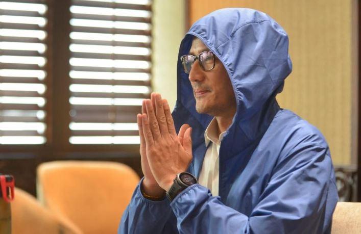 Jaket biru Menteri Sandi
