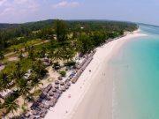 Pantai Trikora Bintan, berpasir putih dan terpanjang di Provinsi Kepri.
