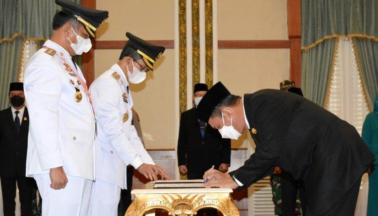 Wali Kota Batam dan Wawako Batam, H Muhammad Rudi dan Amsakar Achmad dilantik oleh Gubernur Kepri Ansar Ahmad, Senin (15/3/2021). u