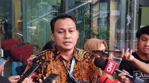 KPK kembali memeriksa lima orang saksi terkait kasus cukai di Kabupaten Bintan.
