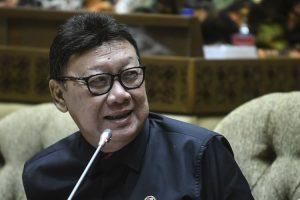 Menpan RB Thahjo Kumolo menolak tenaga honorer langsung diangkat jadi PNS.